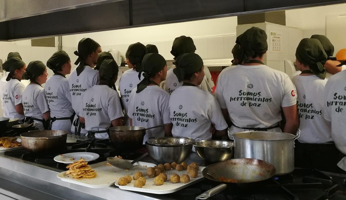 Estudiantes de cocina de la Escuela Taller de Bogotá.
